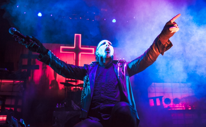 Marilyn Manson reveals prop fall broke hisleg
